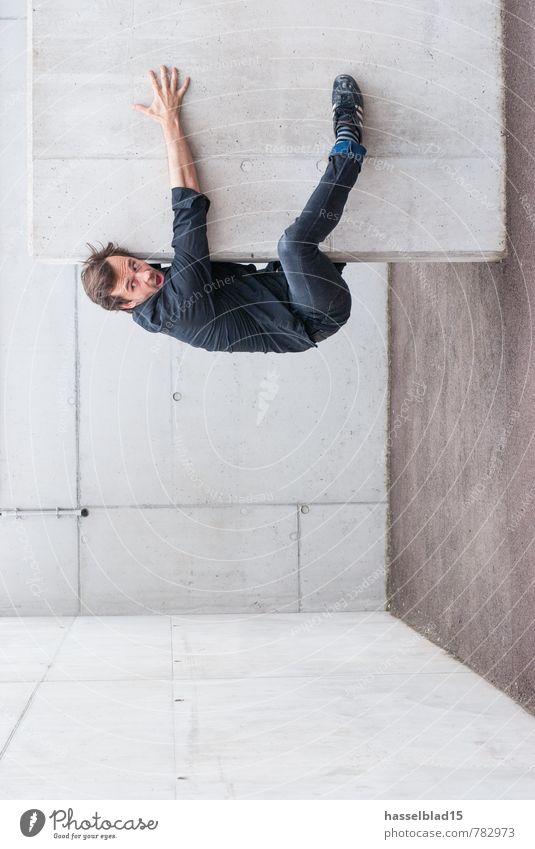 k.lebend Mensch Jugendliche Mann Junger Mann Freude 18-30 Jahre Erwachsene Wand Architektur Mauer Linie maskulin Angst Perspektive Beton Fitness
