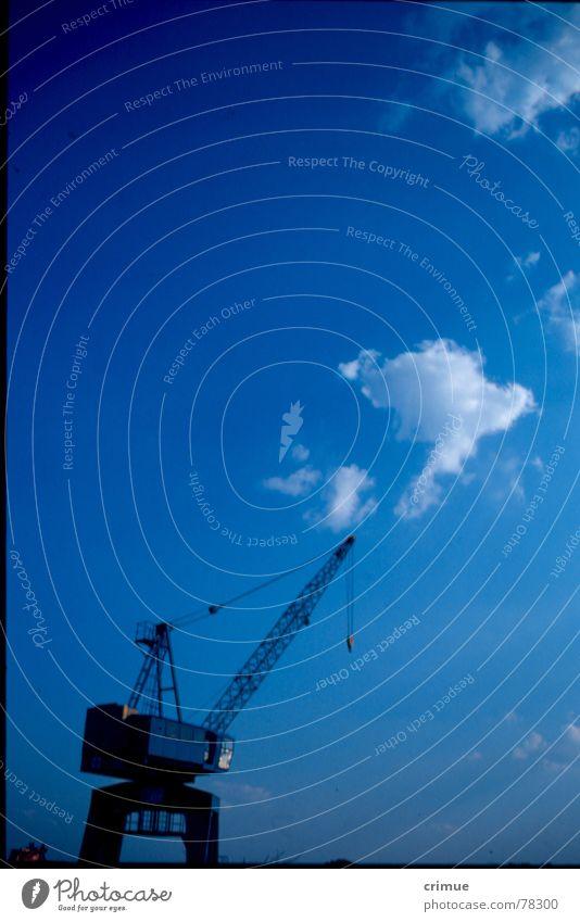 Blauer Kran Wolken Hafenkran Stralau Rummelsburg blau Himmel Industriefotografie