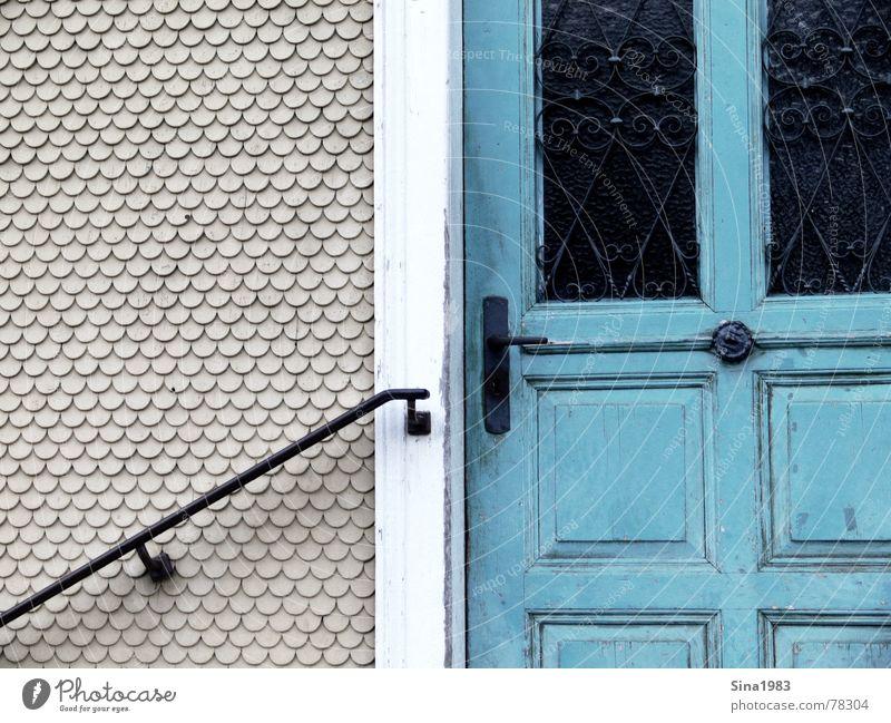 Dahinter? Wand grün türkis Ornament Schnörkel Tür alt Geländer