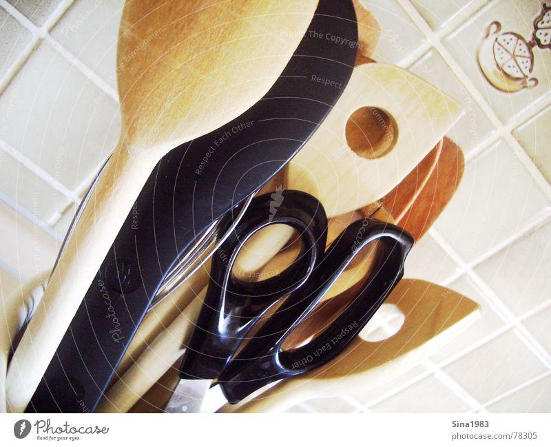 In der Küche... Farbe Wand hell Kochen & Garen & Backen Küche Fliesen u. Kacheln Schere Kochlöffel