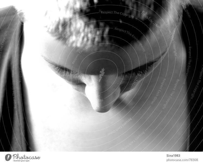 INA Frau schwarz weiß Silhouette Innenaufnahme Denken Trauer unten Wimpern Mensch Schwarzweißfoto Profil Kopf Gesicht Nase vorwärts kopf senken hängend