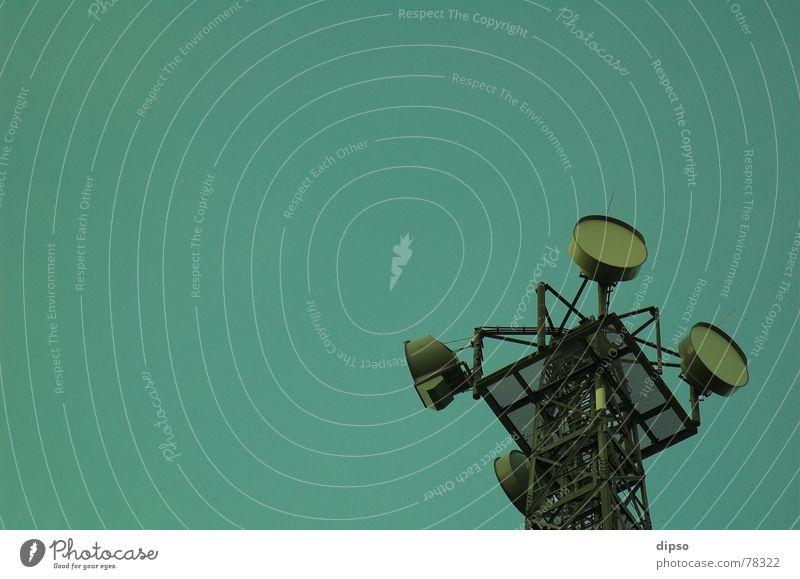 Billige Ex-Mado-Style [TM] Kopie Himmel grün Fernsehen Stahl Antenne Baugerüst Smog Sender Rundfunksendung Grünstich Weißabgleich Mobilfunk Digital-Fernsehen