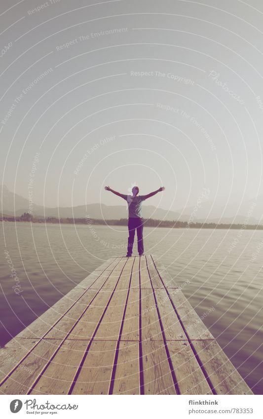 Freiheit! Mensch Jugendliche Erholung Junger Mann 18-30 Jahre Erwachsene Denken träumen maskulin stehen warten genießen Kommunizieren Seeufer Glaube