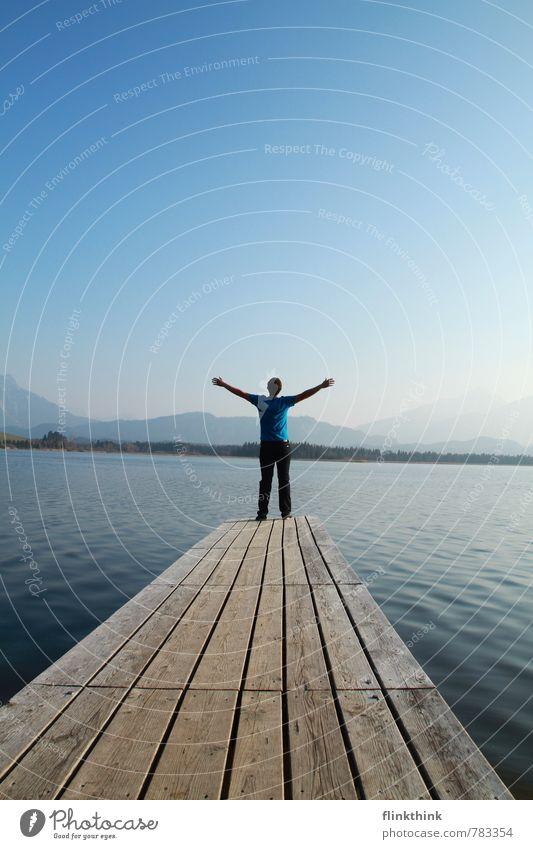 Freiheit! Mensch Himmel Natur Ferien & Urlaub & Reisen Jugendliche Mann Sommer 18-30 Jahre Junger Mann Ferne Umwelt Erwachsene Freiheit Religion & Glaube See maskulin