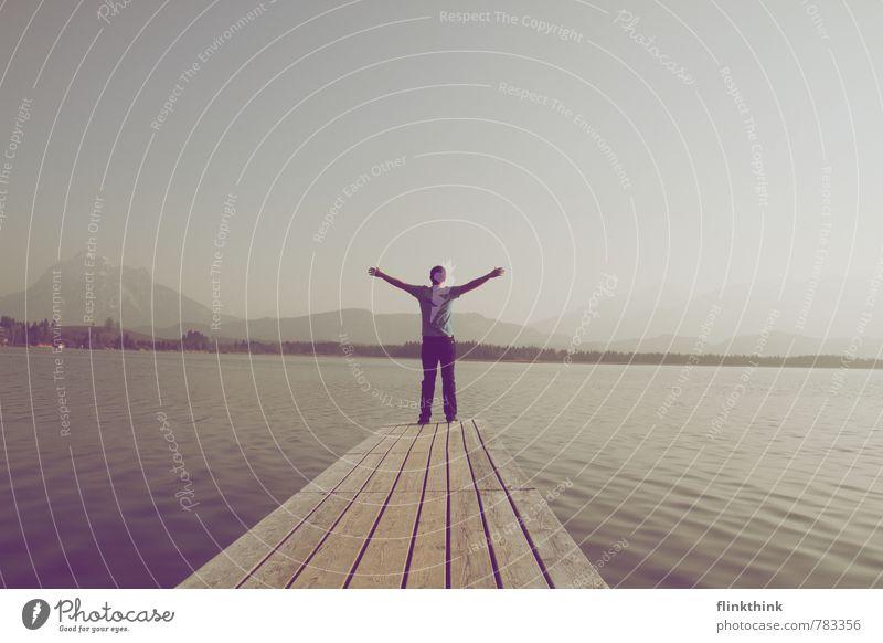 Freiheit Mensch Ferien & Urlaub & Reisen Jugendliche Mann Sonne Erholung Freude 18-30 Jahre Junger Mann Ferne Erwachsene Leben Freiheit Glück Gesundheit Religion & Glaube