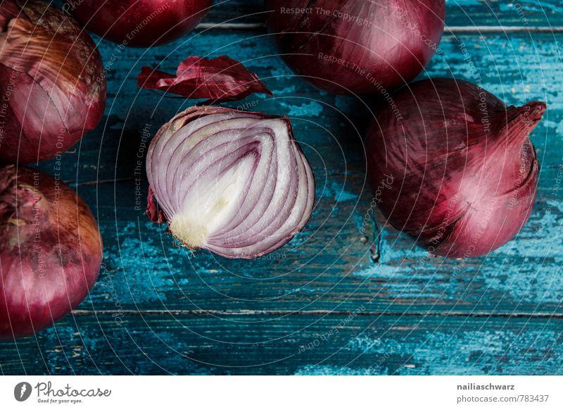 Rote Zwiebeln Gemüse Bioprodukte Vegetarische Ernährung Diät Küche Holz frisch lecker natürlich schön viele blau rot Farbe genießen kochen & garen rustikal ganz
