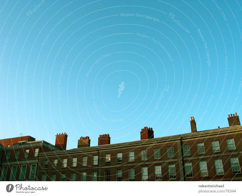 essen in dublin Dublin England brennen Dach Himmel Verlauf Fenster Gebäude Haus Hochhaus Feuerleiter Notausgang Schornstein Ferne nah Aussicht Luftverschmutzung