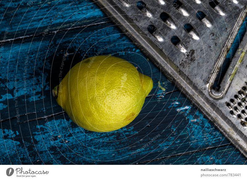 Zitronen blau schön Farbe gelb natürlich Holz Lebensmittel Frucht einfach retro lecker Rost Duft Bioprodukte Holzbrett Diät