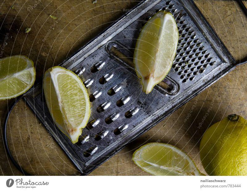 Zitronen schön Farbe gelb Holz Gesundheit braun Lebensmittel Frucht frisch genießen retro lecker Rost Bioprodukte Holzbrett Diät