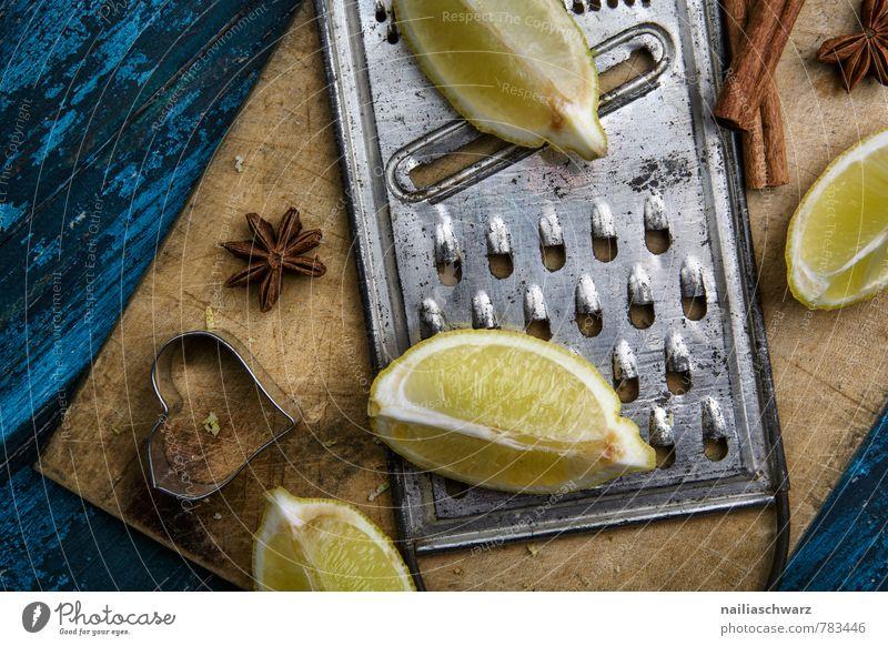 Zitronen Frucht Kräuter & Gewürze Bioprodukte Vegetarische Ernährung Diät Holz Rost Herz retro blau gelb Farbe viertel ganz zitronenviertel Reibe metall zitrus