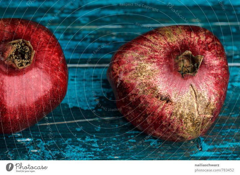 Granatäpfel Frucht Ernährung Bioprodukte Vegetarische Ernährung Diät Holz frisch Gesundheit lecker natürlich saftig süß blau rot Farbe Granatapfel