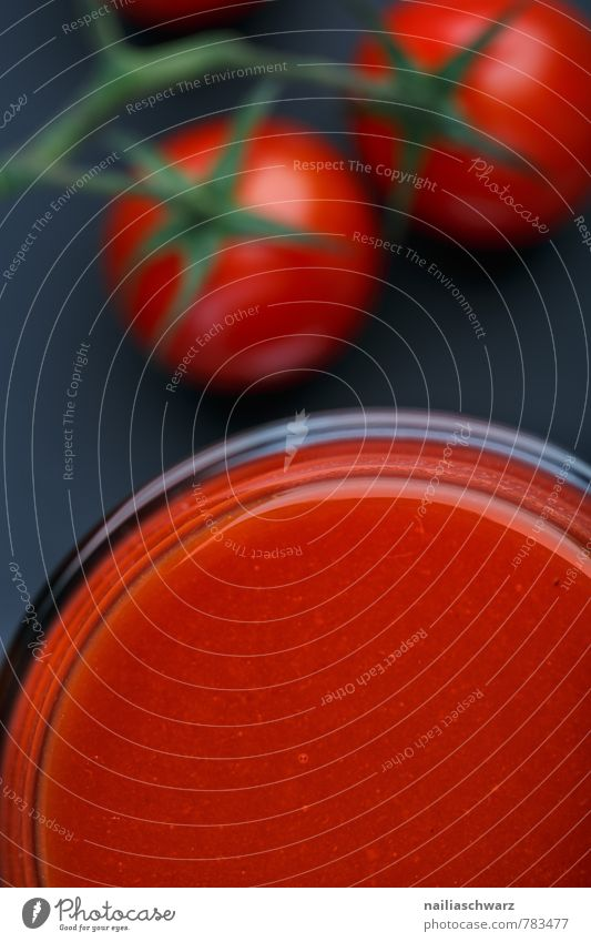 Tomatensaft Gemüse Bioprodukte Vegetarische Ernährung Diät Getränk Saft frisch Gesundheit lecker saftig schön rot schwarz Durst Gesundheitswesen glas salz