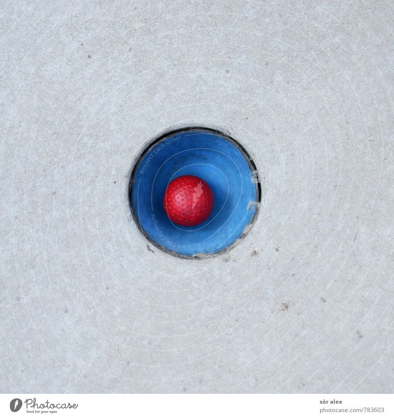 (o) Sport Sportveranstaltung Spielen Golf Golfball minigolfplatz Minigolf Karriere Erfolg Team blau grau rot Konkurrenz Konzentration Ziel zielstrebig einlochen