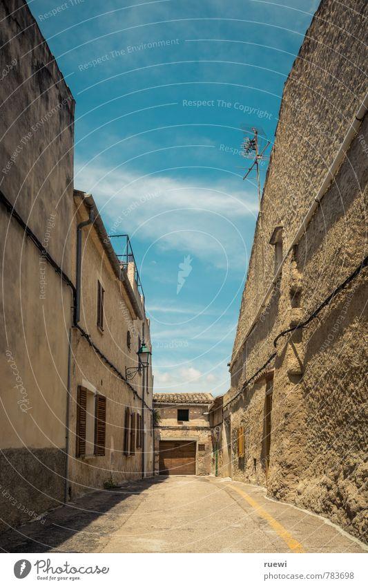 Sackgasse Ferien & Urlaub & Reisen Tourismus Ferne Städtereise Sommer Sommerurlaub Himmel Wolken Schönes Wetter Dorf Haus Bauwerk Gebäude Architektur Mauer Wand