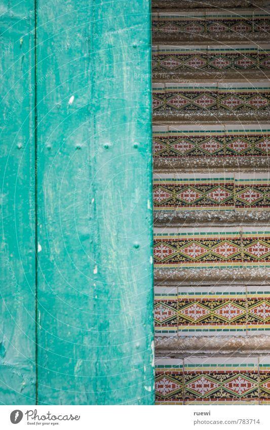 Treppenaufgang Ferien & Urlaub & Reisen alt grün rot Haus Architektur Holz Stein Linie Kunst Wohnung Häusliches Leben Tür Dekoration & Verzierung ästhetisch