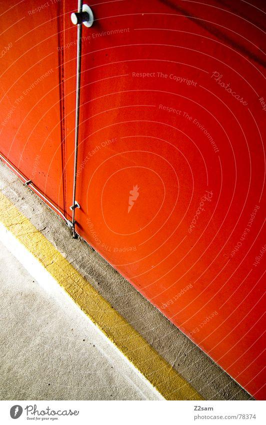 weniger ist mehr Beton Teer abstrakt gelb rot Verlauf Draht kreuzen Physik mehrfarbig einfach Stil graphisch Linie orange Seil Nervosität Wärme Farbe