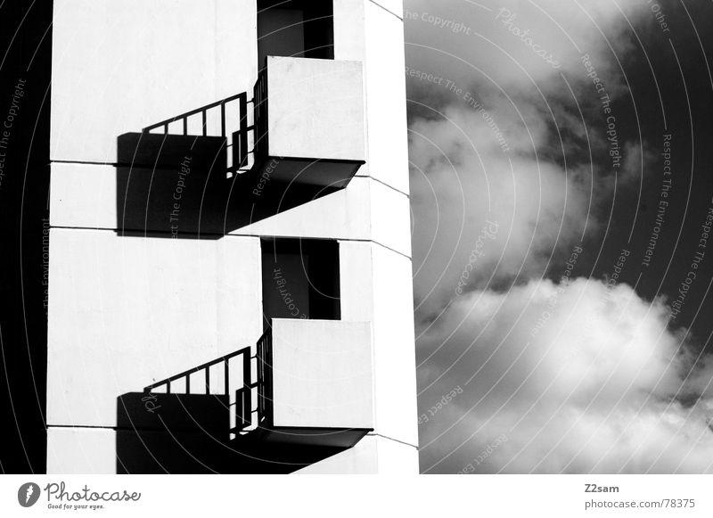 zu zweit 2 Zusammensein einfach Grauwert graphisch Wolken Himmel Fenster Balkon scharz/weiss Schwarzweißfoto reduzieren clouds sky Schatten window Turm