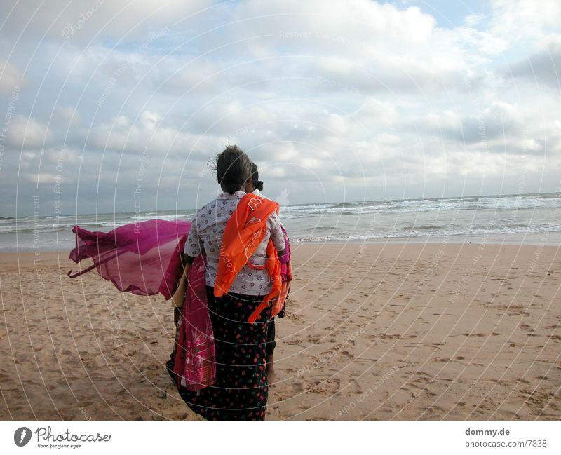 beachgirls Mensch Meer Strand Wolken Sand Handel Tuch