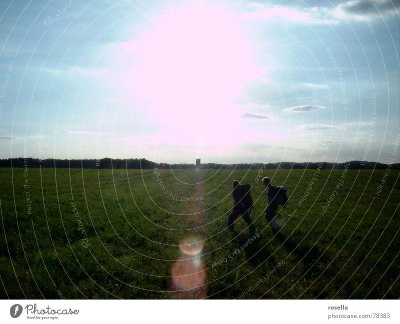 ..on Tour Natur schön Sonne Sommer Ferne Feld wandern Horizont Abenddämmerung blenden unterwegs Wildnis verdunkeln Feldlager