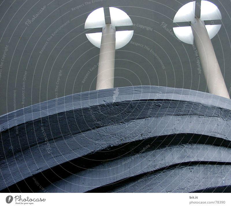 kopffüßler Himmel Natur Hand blau Wolken schwarz Architektur Stil Fuß Kunst Zusammensein Rücken groß Tourismus Perspektive Ecke