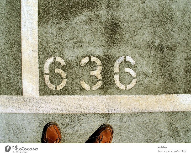 auf Wunsch von exusu Wohnmobil Schuhe Ziffern & Zahlen Parkhaus Parkplatz Beton grau Verkehrswege Flughafen was noch speednik? kein fetisch 636 Fuß