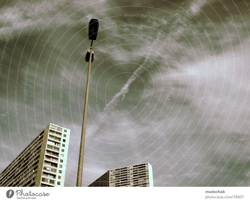 TOMTOM?! WO GEHTS LANG?! Himmel Wolken schlechtes Wetter himmlisch Götter Unendlichkeit Haus Hochhaus Gebäude Material Fenster live Block Beton Etage Vermieter
