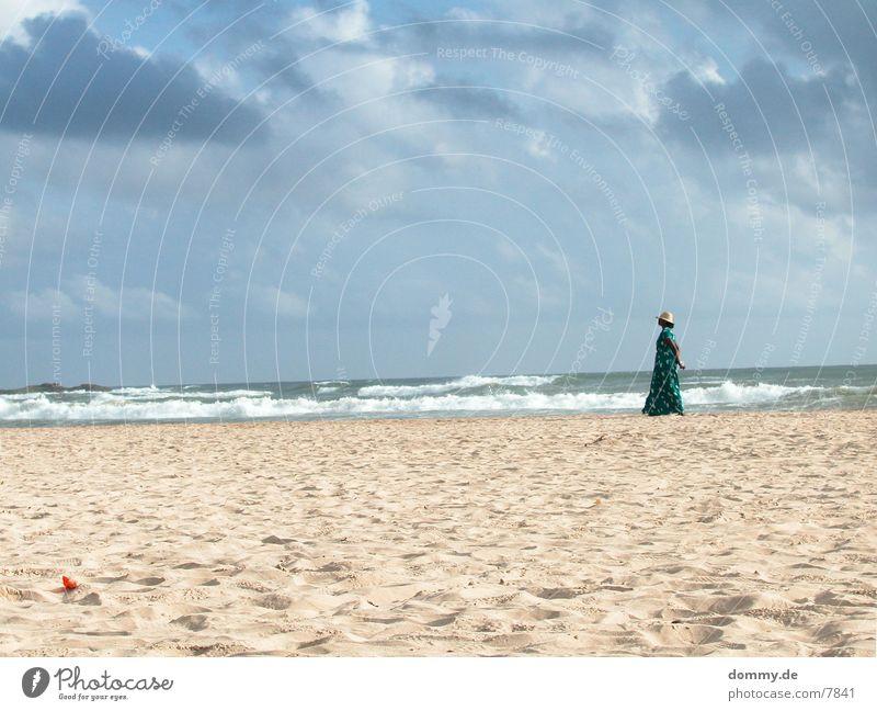 Beachgirl II Mensch Meer Strand Wolken Sand Handel