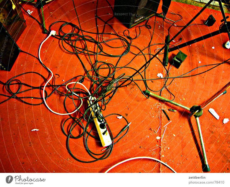 Update rot Freude Musik Rockmusik Technik & Technologie Kabel Konzert Schnur chaotisch durcheinander Teppich Stecker Rock `n` Roll Zusteller Ständer