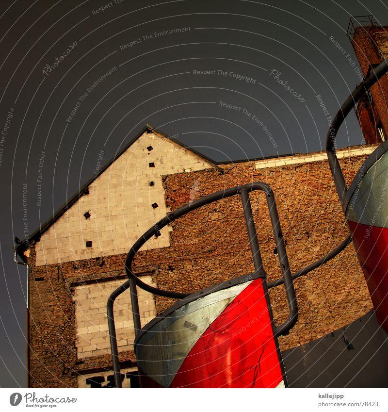 spaceship twentyseven Haus Wand Berlin Architektur Weltall Respekt Osten UFO Plattform Astronaut Brandmauer Verkehrspolizist Rosenthaler Platz