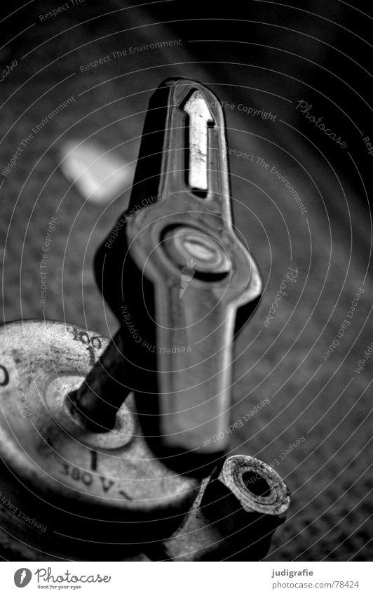 Richtungsweisend alt schwarz Kraft dreckig Schilder & Markierungen Industrie Energiewirtschaft Elektrizität Technik & Technologie Fabrik kaputt Ziffern & Zahlen