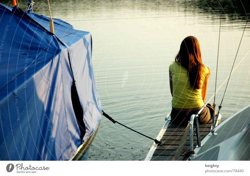 summer See Sommer gelb Wasserfahrzeug Steg Holz Sonnenuntergang langhaarig feminin Abdeckung Natur blau Seil