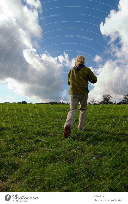Fotospaß 1 Mensch Mann Natur Himmel Baum grün blau Pflanze Sommer Freude Wolken Wiese Gras Freiheit Landschaft Kunst