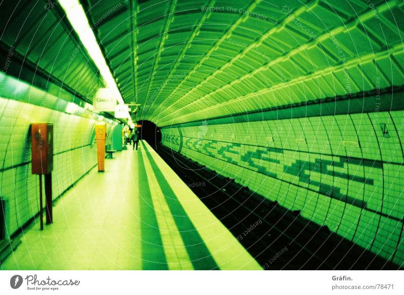 Tunnelvision grün Farbe Hamburg Station Tunnel U-Bahn Lomografie Informationstechnologie Xpro