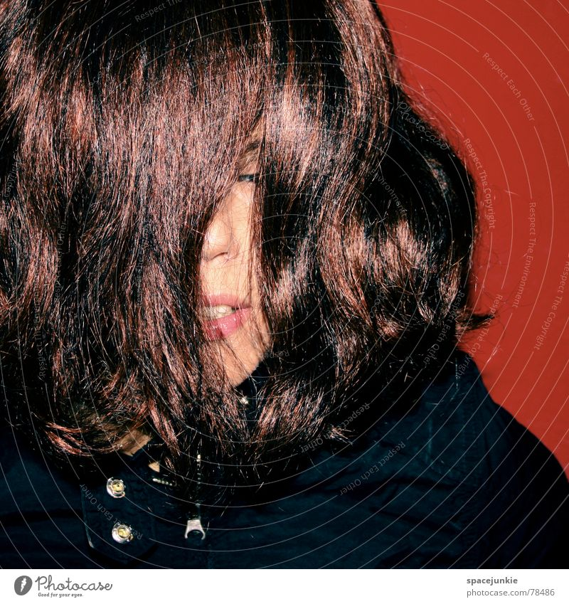 Ich betäube mich verrückt verdeckt Freude Porträt Frau feminin rot schön Alkoholisiert verpackt alcohol Witz Haare & Frisuren Wildtier Gesicht Auge genießen