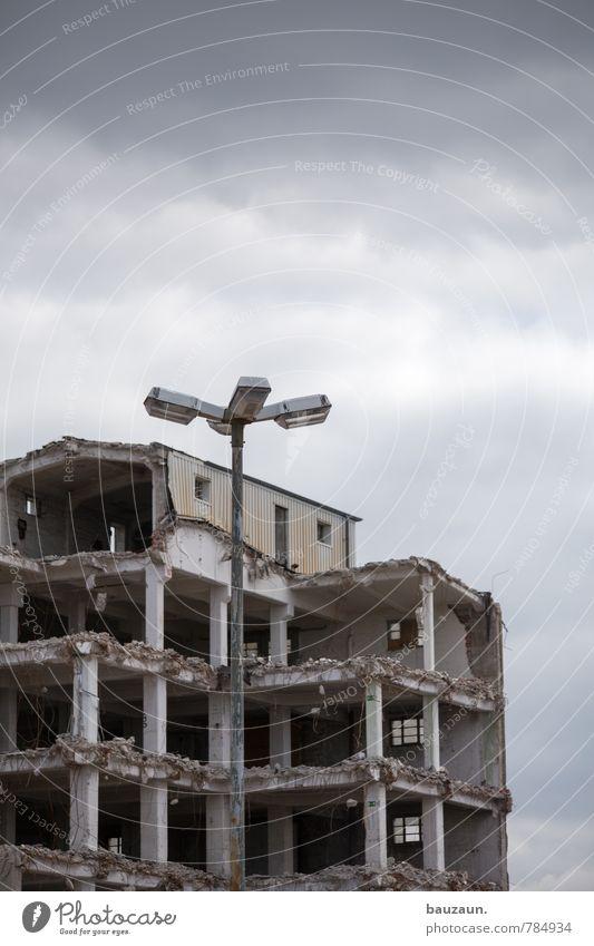 HH-Peute | zerbrechen. Himmel Stadt Wolken dunkel Wand Traurigkeit Tod Beleuchtung Mauer Gebäude grau Stein Metall Energiewirtschaft Fassade Klima