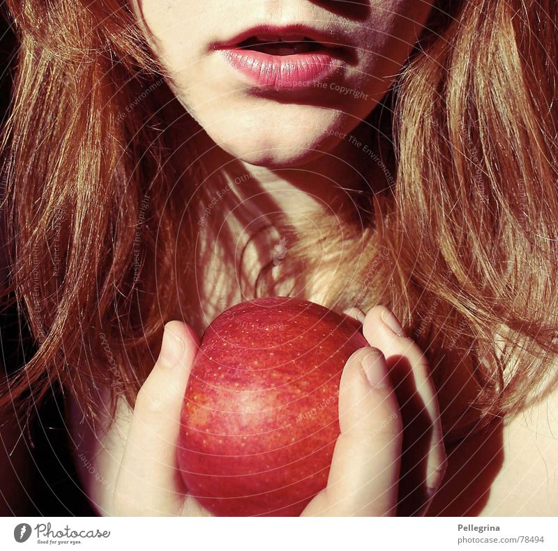 temptation Versuch rot Schneewittchen Sünde Apfel Mund Lippen eva verführerisch lips mouth