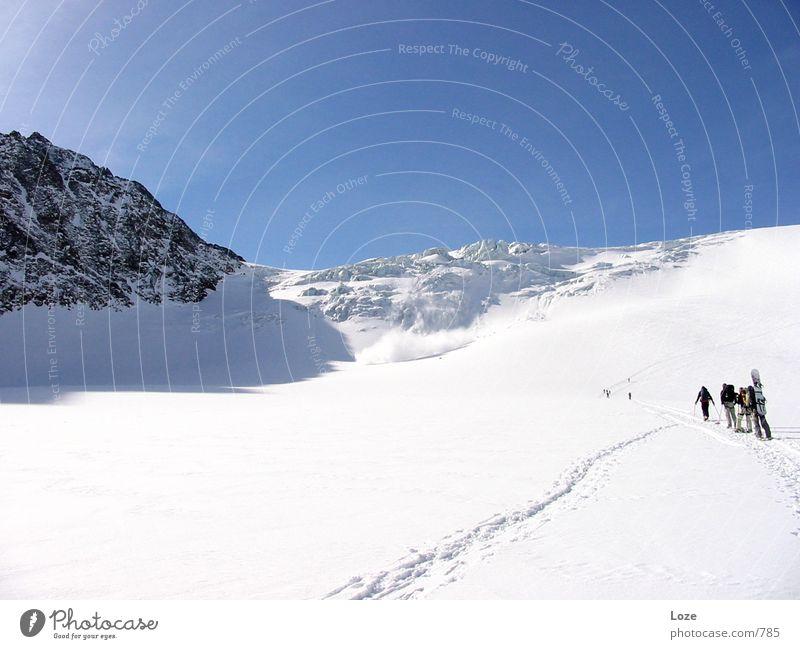 le tour 03 #1 Berge u. Gebirge Schnee Menschengruppe Zusammensein mehrere hoch gefährlich Schönes Wetter Fitness Alpen Zusammenhalt Risiko sportlich Spuren