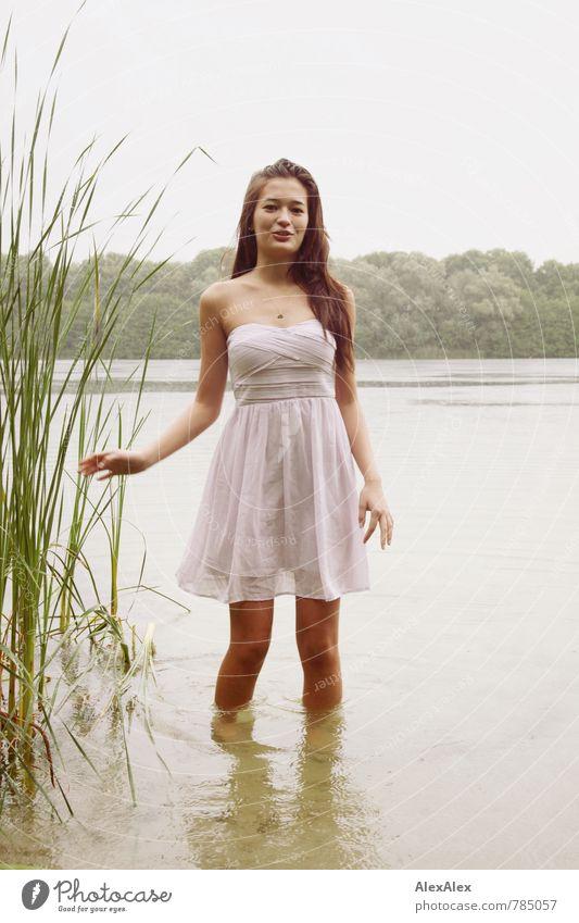 im See Natur Jugendliche schön Wasser Sommer Junge Frau 18-30 Jahre Erwachsene natürlich Schwimmen & Baden Regen Idylle Fröhlichkeit ästhetisch Lächeln