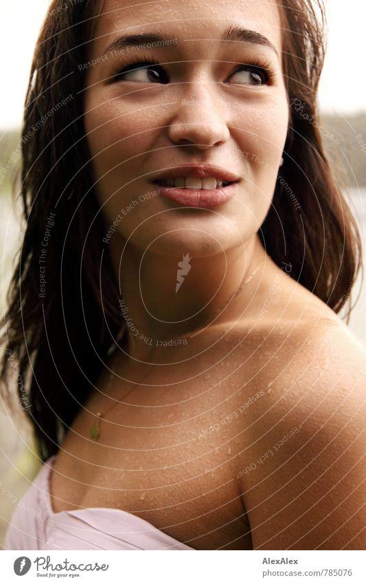 Portrait mit Vanessa im Regen Natur Jugendliche schön Sommer Junge Frau 18-30 Jahre Gesicht Erwachsene feminin natürlich Denken authentisch ästhetisch nass