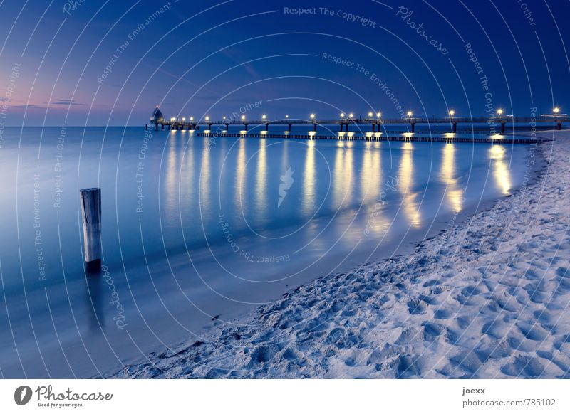 Wo fängt Dein Himmel an? Ferne Sommerurlaub Strand Meer Wasser Schönes Wetter Küste Ostsee Seebrücke Unendlichkeit schön blau gelb schwarz Gelassenheit ruhig