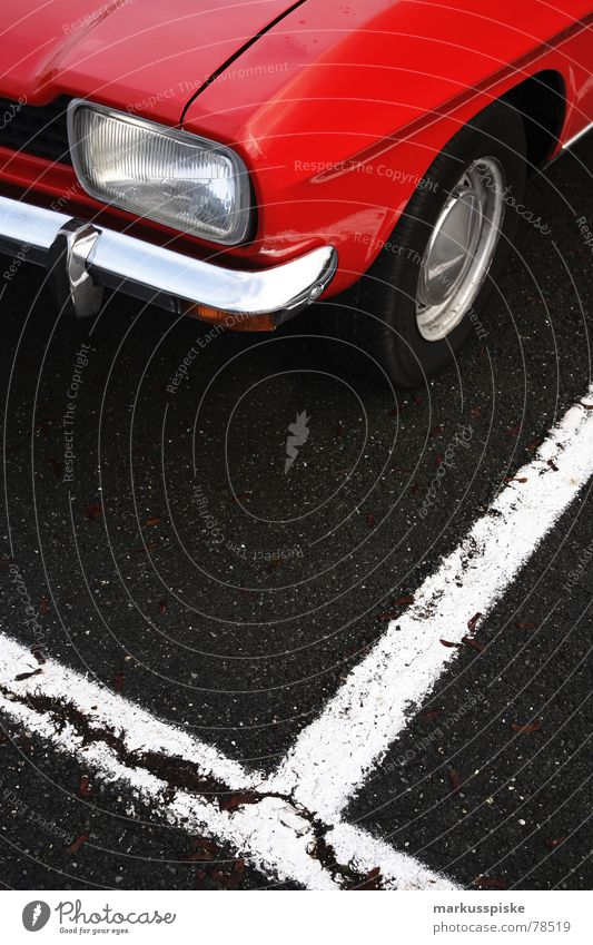 capri Oldtimer Rarität parken Parkplatz Kotflügel Youngtimer Fahrzeug schick rot Chrom retro Verkehr PKW alt Reflexion & Spiegelung Scheinwerfer