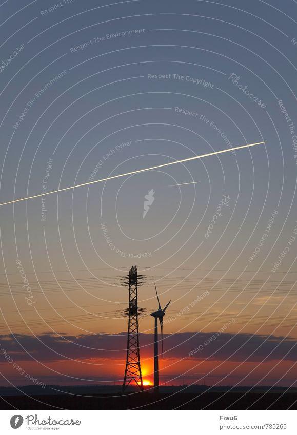 Energiemix Energiewirtschaft Erneuerbare Energie Windkraftanlage Strommast Flugzeug Kondensstreifen Natur Landschaft Himmel Wolken Sonne Sonnenlicht Frühling