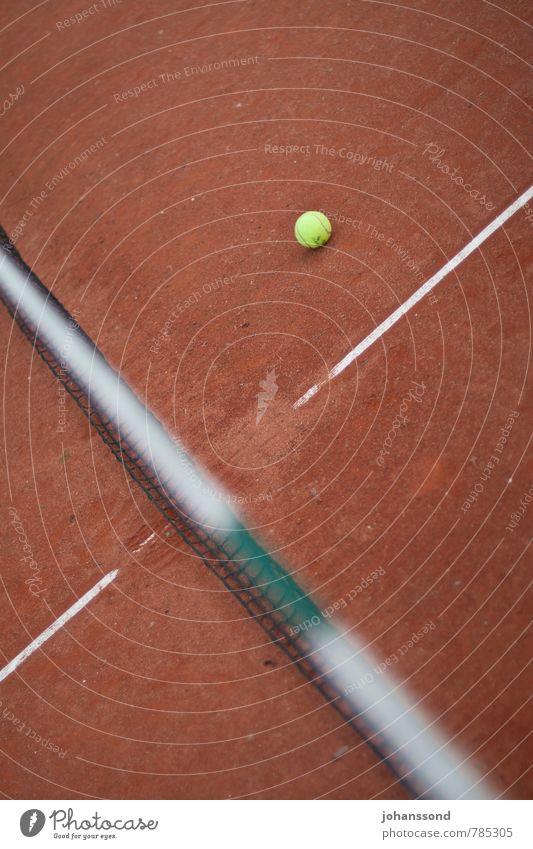 Tennisplatz 1 Ball Netz Linie Sand orange abstrakt Sport Freizeit & Hobby Wimbledon parken ruhig vergessen Spielen Fitness Ertüchtigung Court gelb Gegenteil