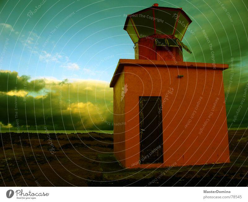 Leuchtturm Kitsch Himmel Meer blau rot Wolken gelb Lampe Fenster Gras See Landschaft orange Küste Glas Tür Europa