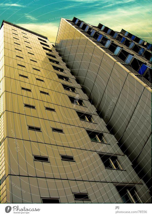 13 alt Himmel blau Haus Wolken Einsamkeit Leben Berlin Wand Fenster Traurigkeit Gebäude Wärme Wohnung Glas groß
