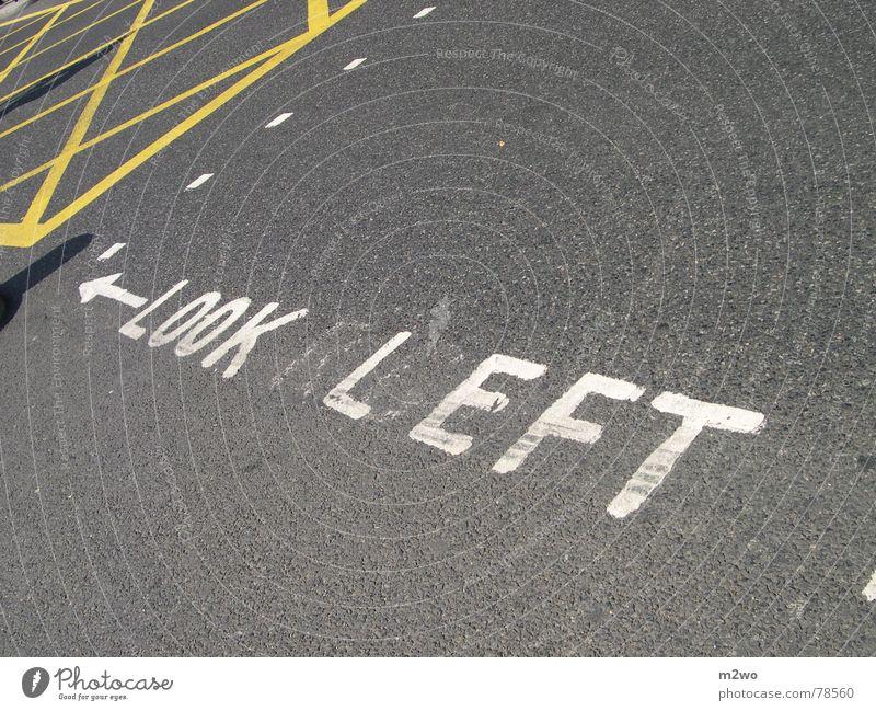 LOOK LEFT! Stadt Straße Hinweisschild London England Mischung Fußgänger Großbritannien Überqueren Straßenübergang Westminster Abbey