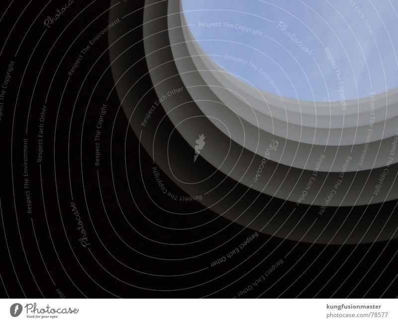 Gerippt 2 weiß Museumsfenster modern Himmel blau gradient rechtsoben doofes-neues-creditsystem Berlin