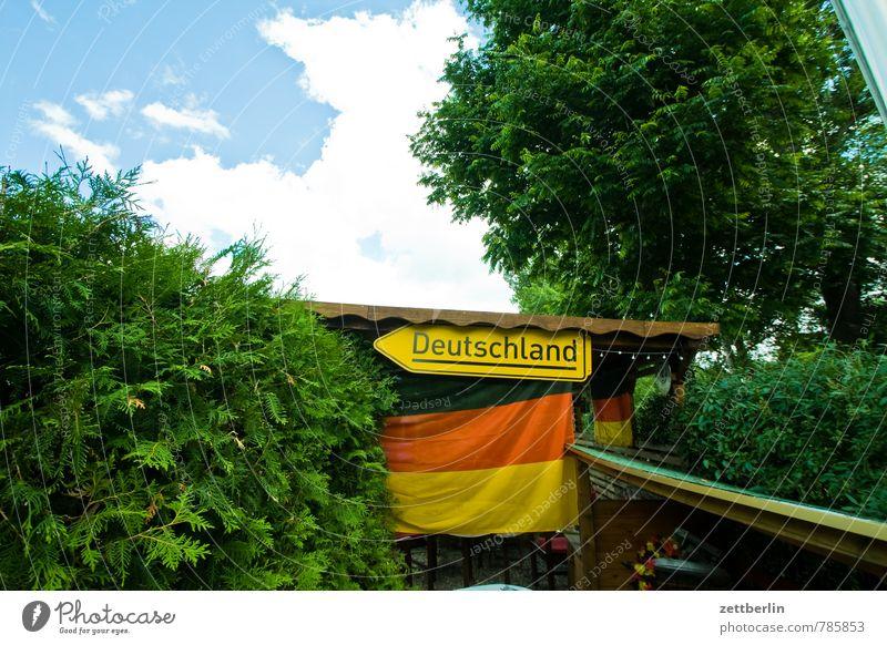 Dings wird Weltmeister! Freude Sport Feste & Feiern Garten Stimmung Freizeit & Hobby Park Lifestyle Häusliches Leben Schilder & Markierungen Erfolg Fußball