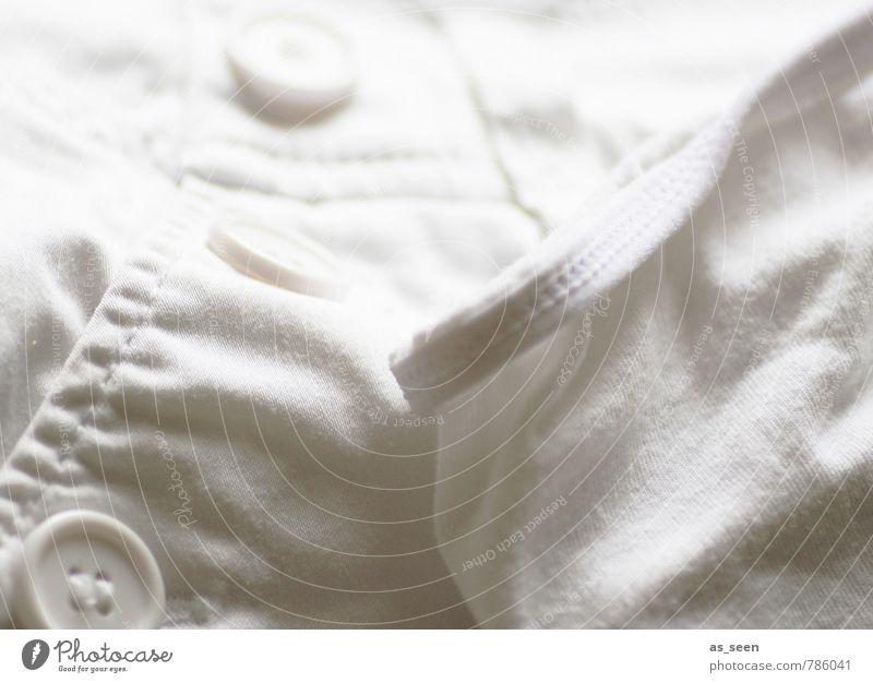 Nicht nur sauber ... Mode Bekleidung Hose Unterwäsche Stoff Knöpfe Naht Reinheit Sauberkeit liegen leuchten hell grau weiß achtsam gewissenhaft ruhig Ordnung