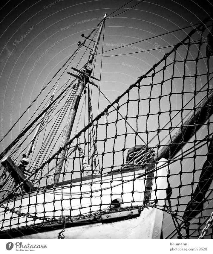 Flying Dutchman? Wasserfahrzeug Segelboot Oberkörper Reparatur Segeln Schwarzweißfoto Schifffahrt Freiheit Hafen Strommast ship sailboat hull repair freedom